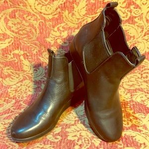 Leather pair of US 6B Cole Haan booties boots